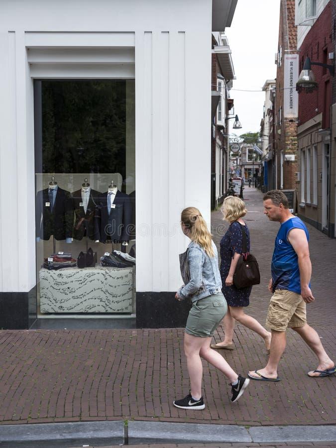 Mann-, Frauen- und Mädchendurchlaufmänner ` s Mode kaufen in Leeuwarden, capit stockbild