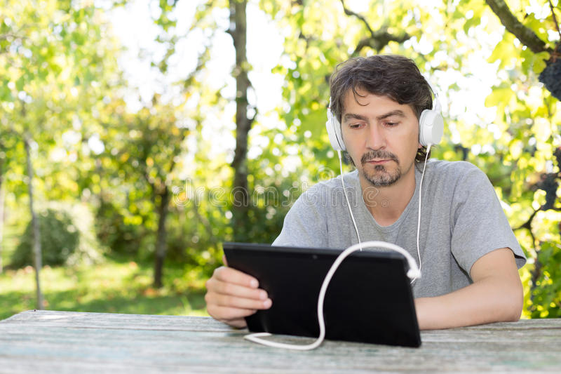 Mann am Garten stockfoto