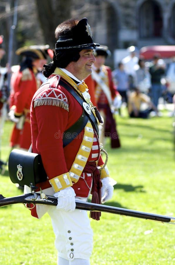 Mann gekleidet als britischer Redcoat lizenzfreies stockbild