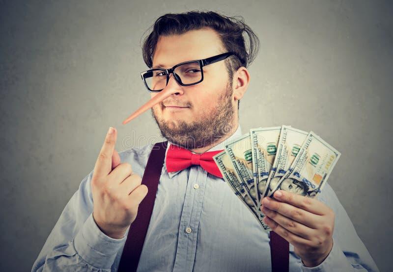 Mann Geld illegal erwerbend lizenzfreie stockbilder