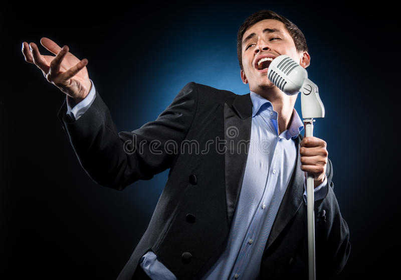 Mann-Gesang lizenzfreie stockfotografie