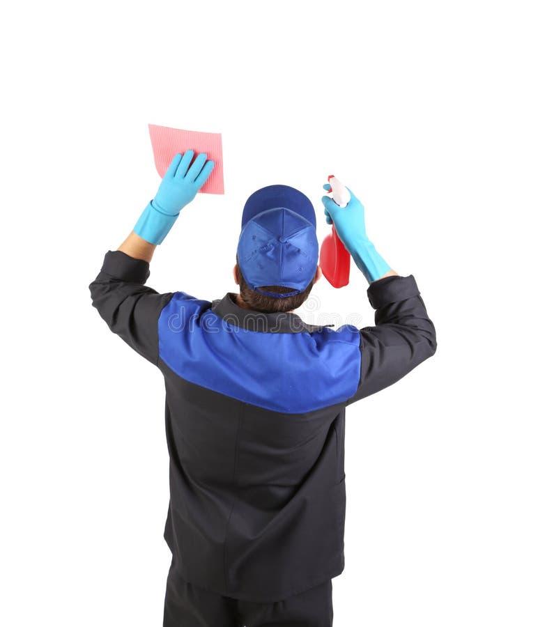 Mann hält Sprühflasche und Schwamm. lizenzfreie stockfotos