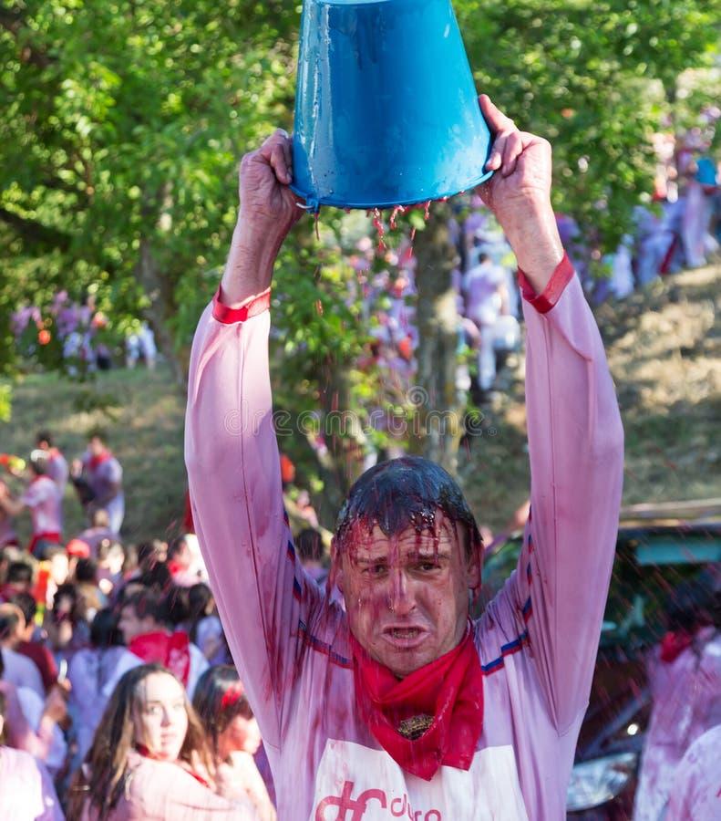 Mann an Haro Wine Festival-Festival lizenzfreies stockbild
