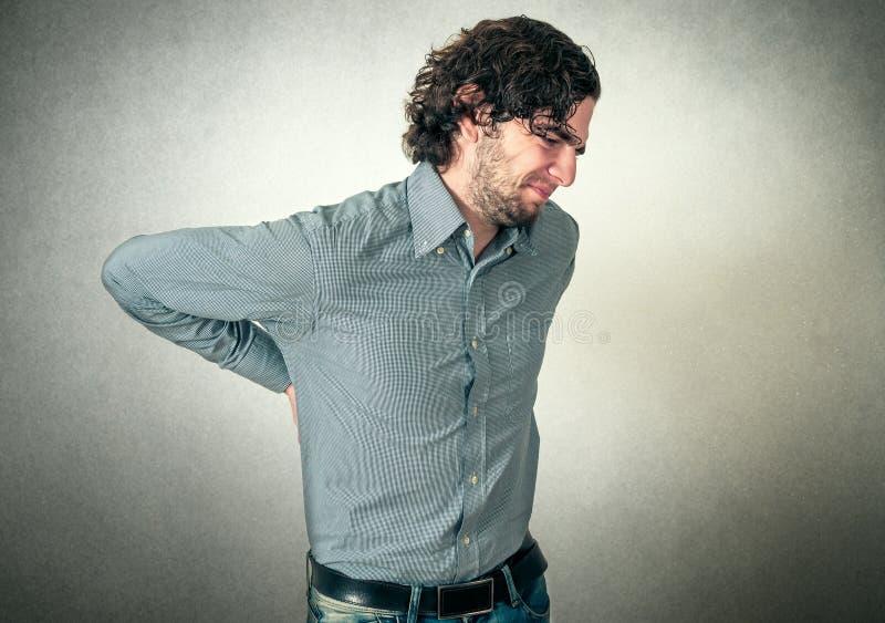Mann hat die rückseitigen Schmerz lizenzfreies stockfoto