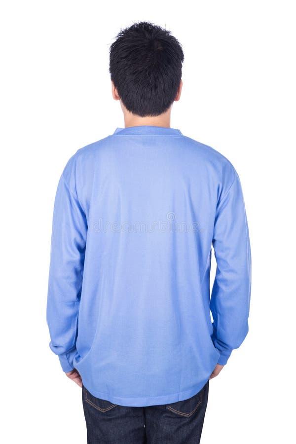 Mann im blauen langärmligen T-Shirt lokalisiert auf weißem Hintergrundba stockfotografie