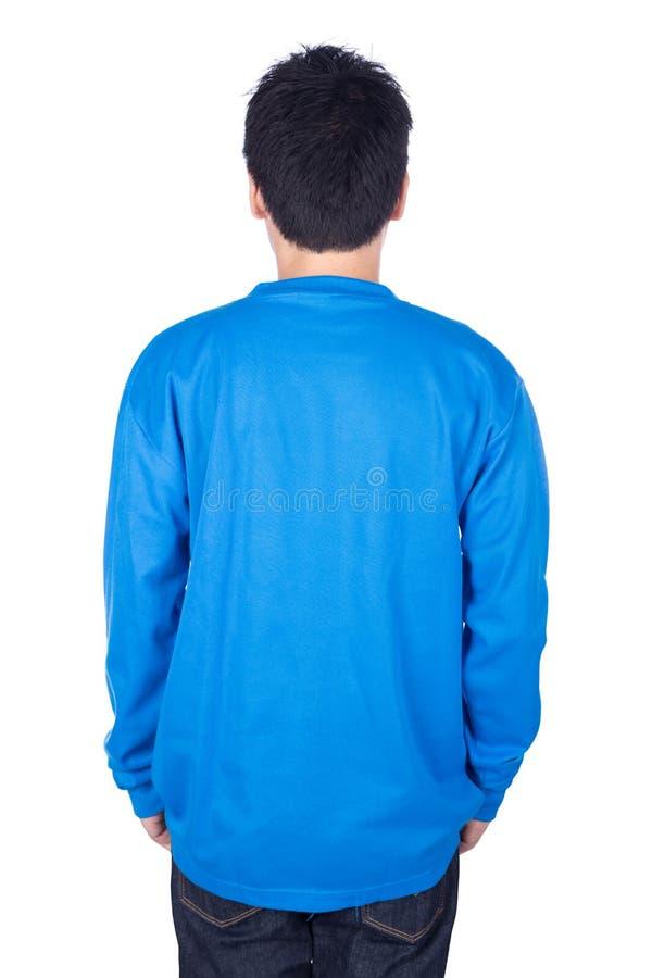 Mann im blauen langärmligen T-Shirt lokalisiert auf weißem Hintergrundba lizenzfreie stockfotos
