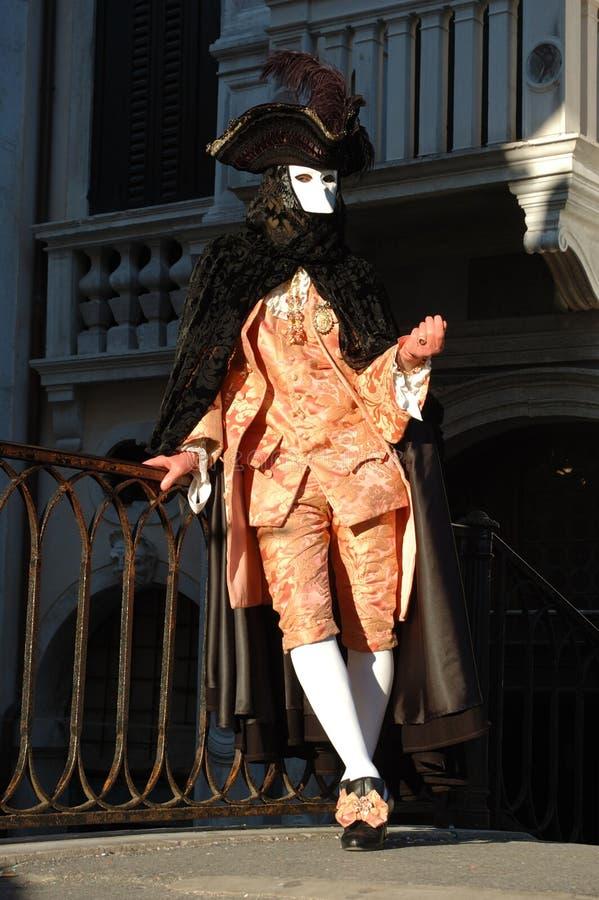 Mann im Casanova Kostüm am Venedig-Karneval stockfotografie