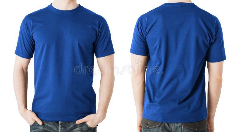 Mann im leeren blauen T-Shirt, in der Front und in der hinteren Ansicht stockbild