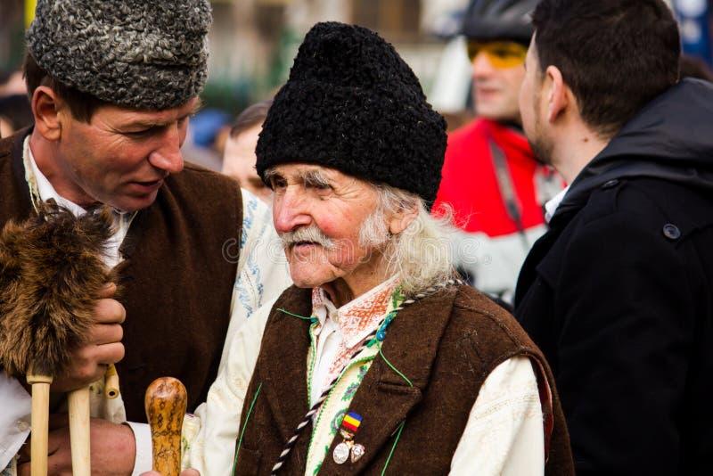 Mann im rumänischen traditionellen Kostüm lizenzfreie stockfotografie
