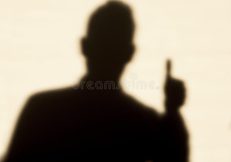 Mann im Schatten, Daumen oben lizenzfreie stockfotografie