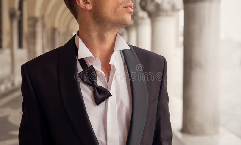Mann im Smoking stockbilder