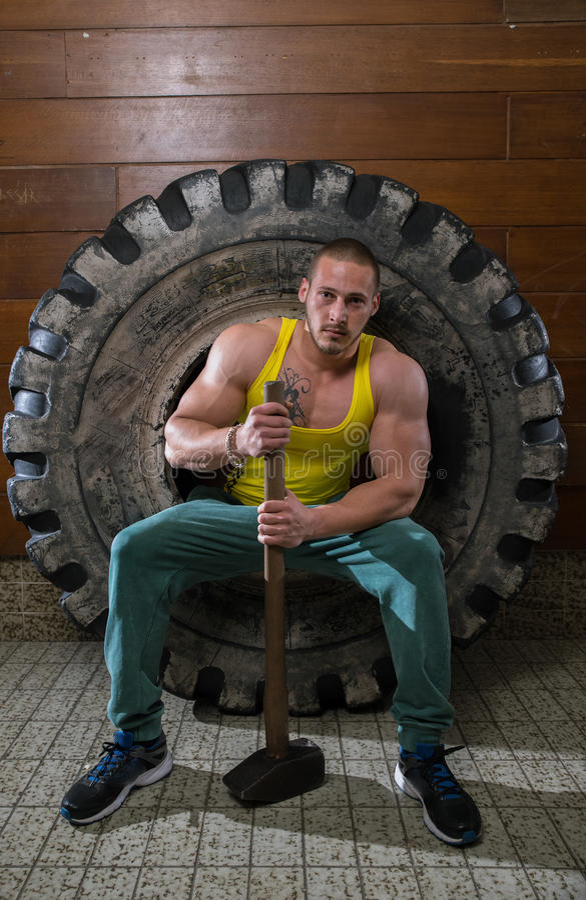 Mann im Training stockbild