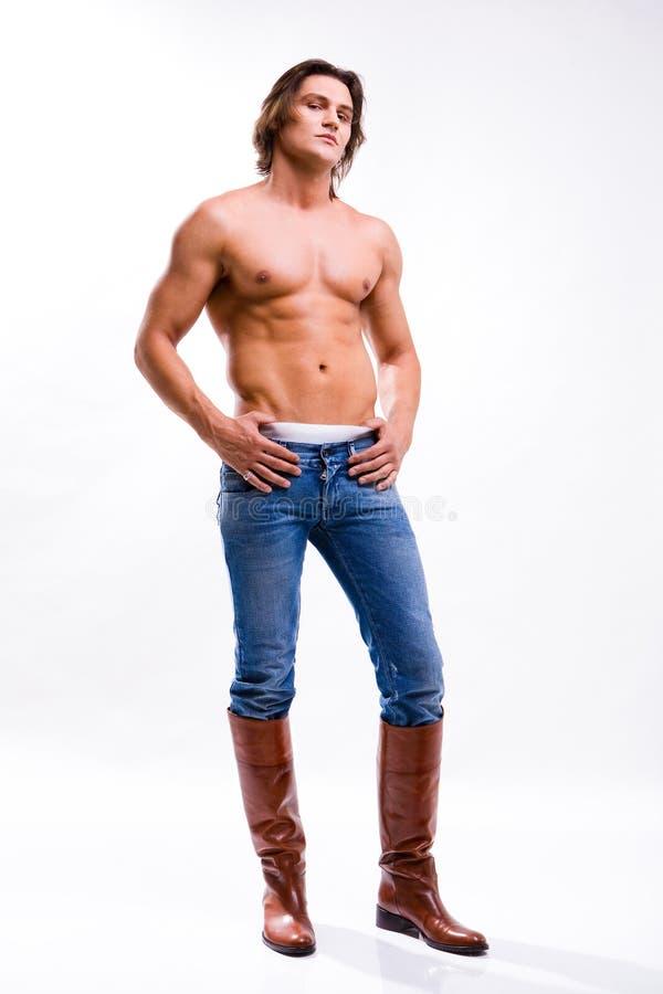 Mann in Jeans und Matten. Entblößter Torso stockbilder