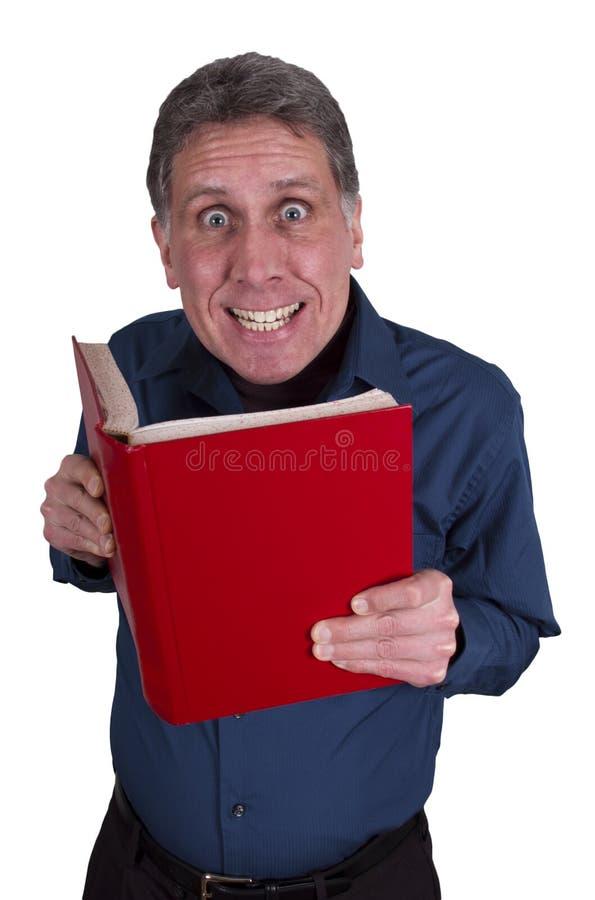 Mann-Lesebuch-lustiges Lächeln getrennt auf Weiß stockbilder