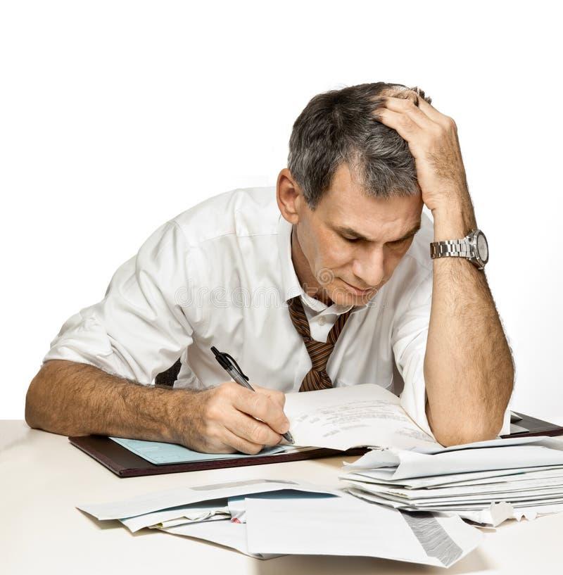 Mann-Lohnlisten und Sorgen stockfoto
