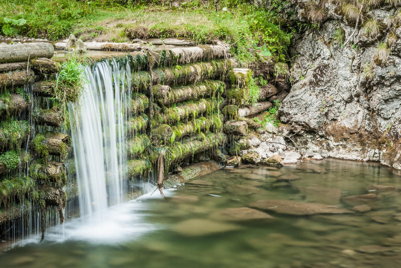 Mann machte Wasserfall lizenzfreies stockfoto