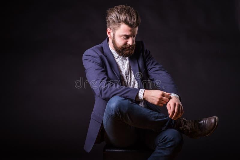 Mann mit Bart, Farbporträt stockfotos