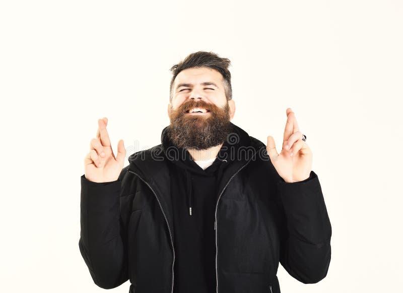 Mann mit Bart und geschlossenen Augen kreuzt Finger, Geste stockfotos