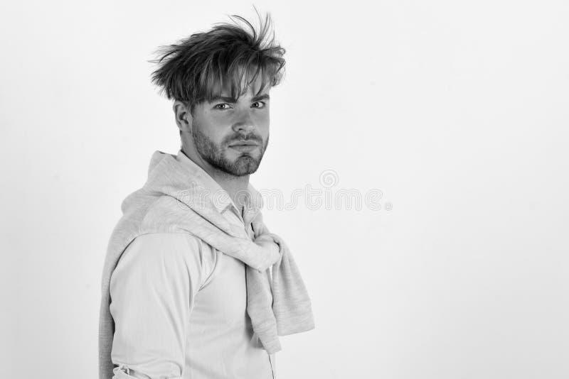 Mann mit dem ernsten und neugierigen Gesicht lokalisiert auf weißem Hintergrund lizenzfreie stockbilder