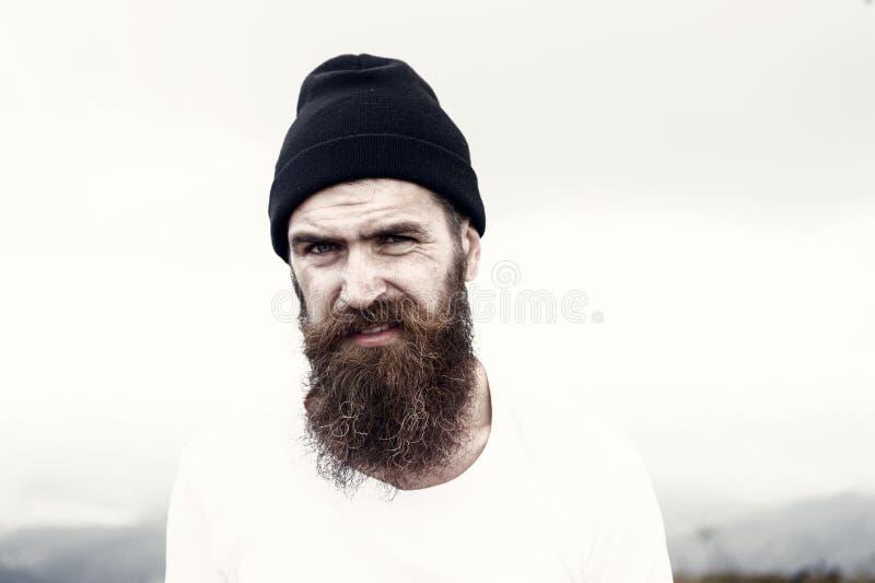 Mann mit dem langen Barthaar, Schnurrbart auf bärtigem Gesicht lizenzfreies stockfoto