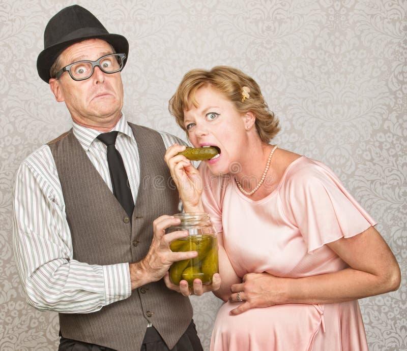 Mann mit dem Sehnen der schwangeren Frau lizenzfreies stockfoto