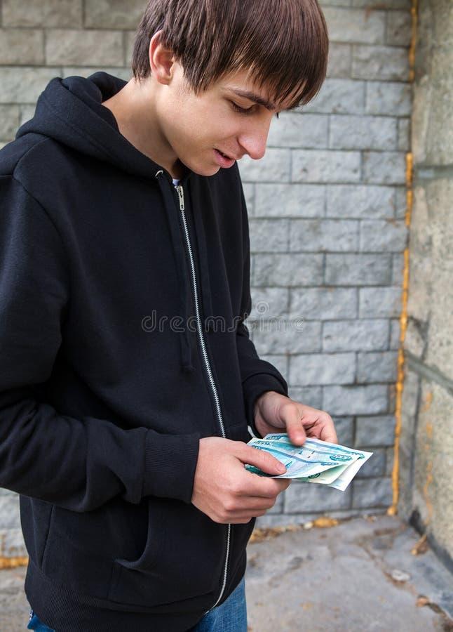 Mann mit der russischen Währung stockfotografie