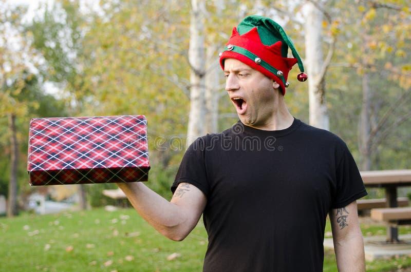 Mann mit einem Überraschungsgeschenk! stockfoto