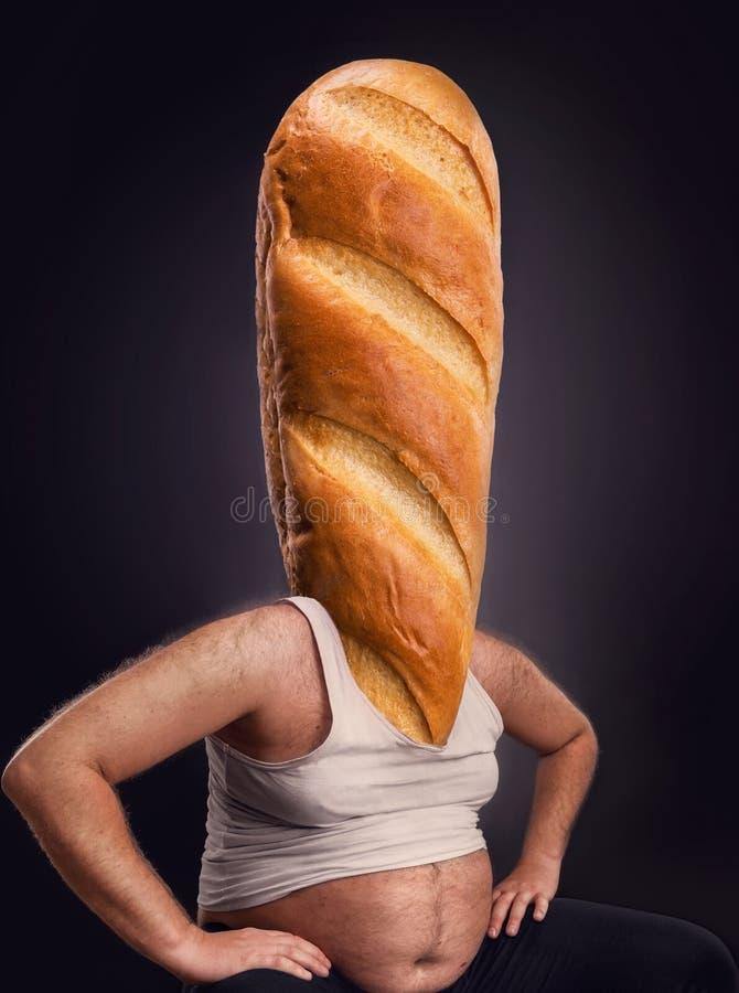 Mann mit einem Brot anstelle des Kopfes stockfoto