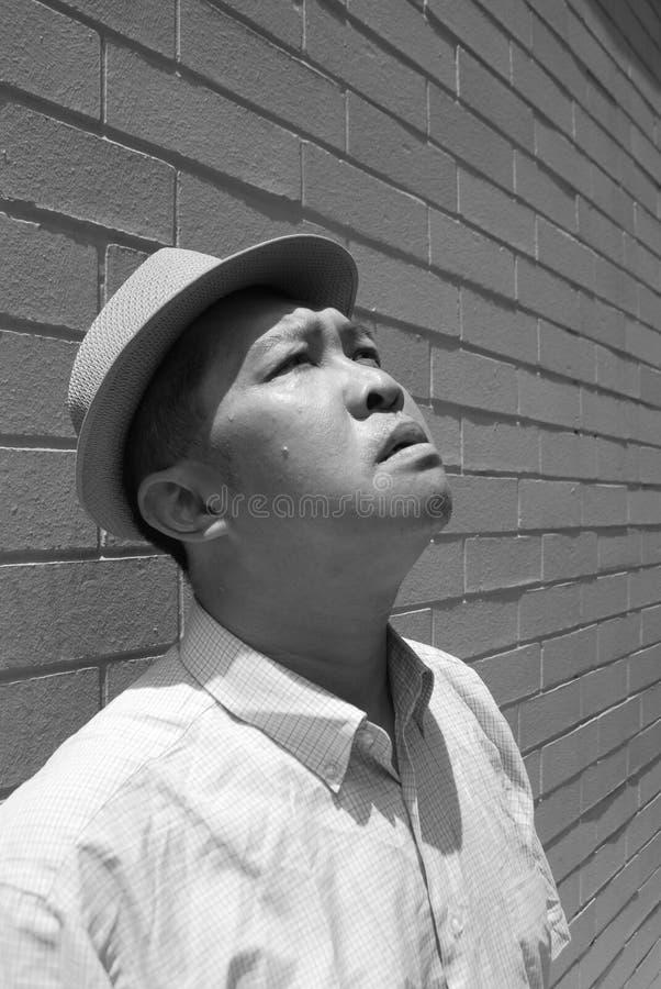 Mann mit einem schweren Ausdruck stockfotografie