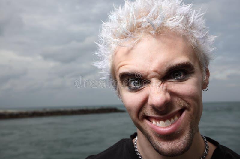 Mann mit einem sonderbaren Gesichtsausdruck stockbild