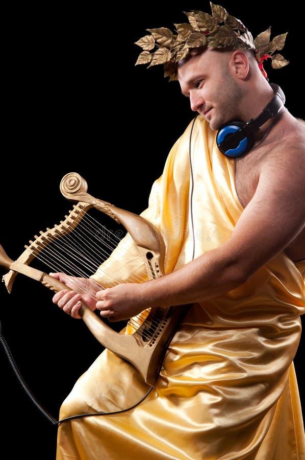 Mann mit einer Harfe lizenzfreie stockbilder