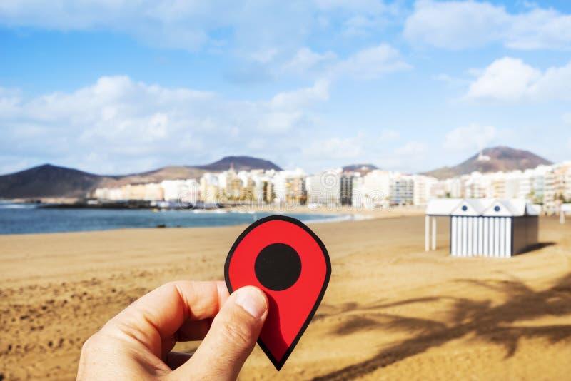 Mann mit einer roten Markierung bei Playa Del Ingles, Spanien stockbild
