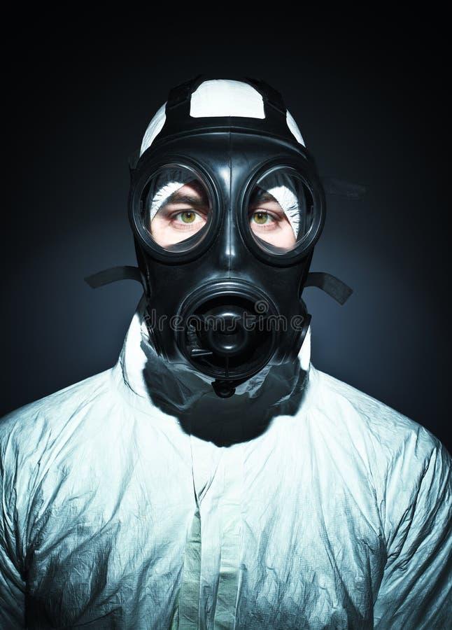 Mann mit Gasmaske lizenzfreie stockfotografie