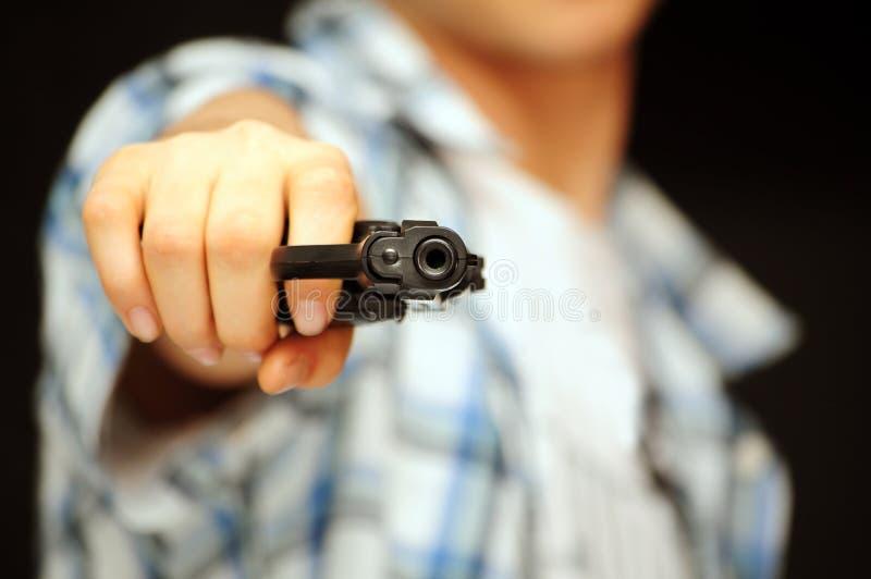 Mann mit Gewehr stockbild