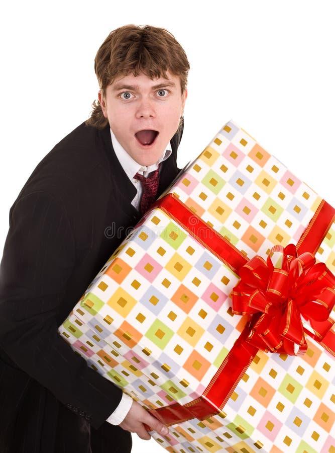 Mann mit großem Geschenkkasten. lizenzfreie stockfotografie