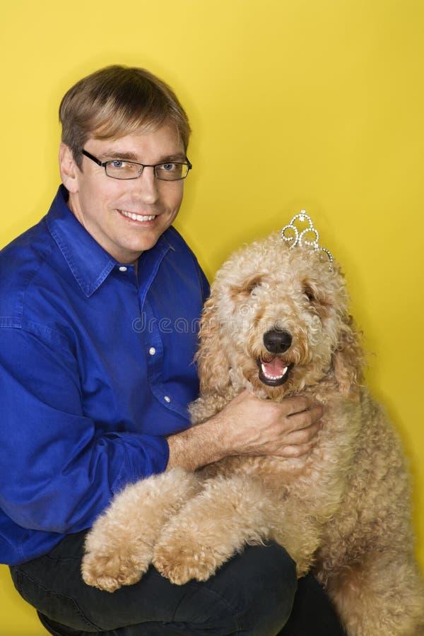 Mann mit Hund lizenzfreies stockfoto