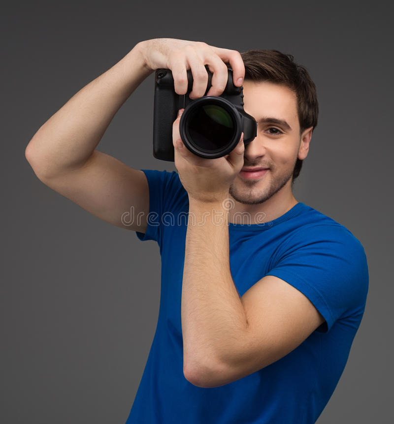 Mann mit Kamera. lizenzfreies stockbild