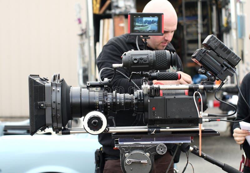 Mann mit Kinokamera lizenzfreies stockbild