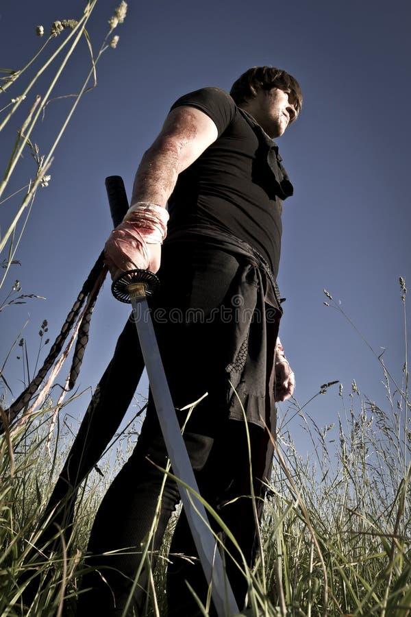 Mann mit Klinge stockfoto