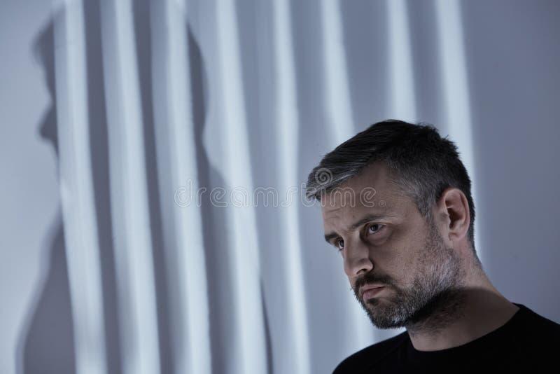 Mann mit Krise lizenzfreie stockfotos