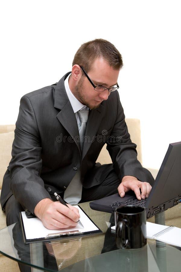 Mann mit Laptop stockfoto