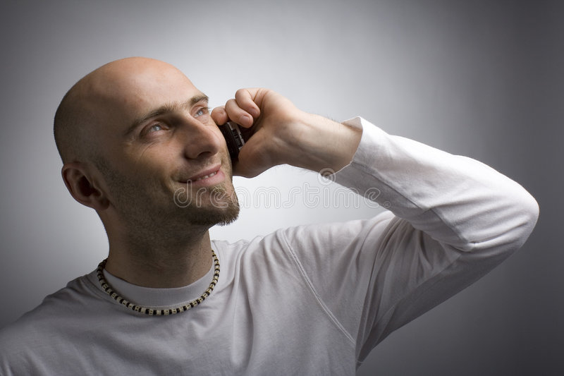 Mann mit moblie lizenzfreies stockfoto