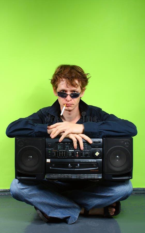 Mann mit stereotape lizenzfreie stockfotos
