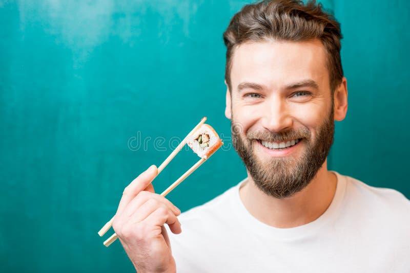 Mann mit Sushi lizenzfreies stockbild
