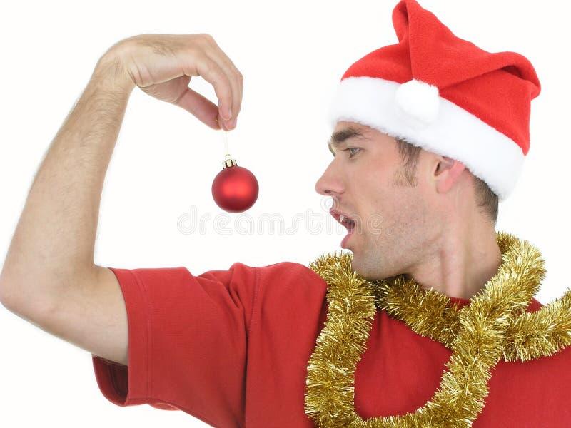 Mann mit Weihnachtsverzierung stockfotos