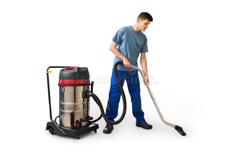 Mann-Reinigungs-Boden unter Verwendung des Staubsaugers stockbild