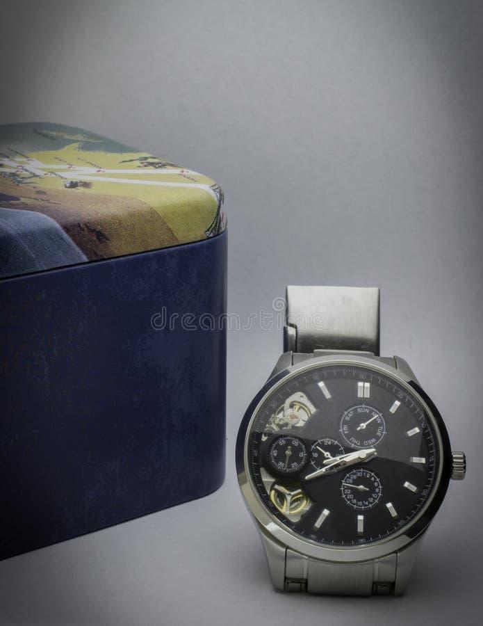 Mann ` s Uhr stockbild