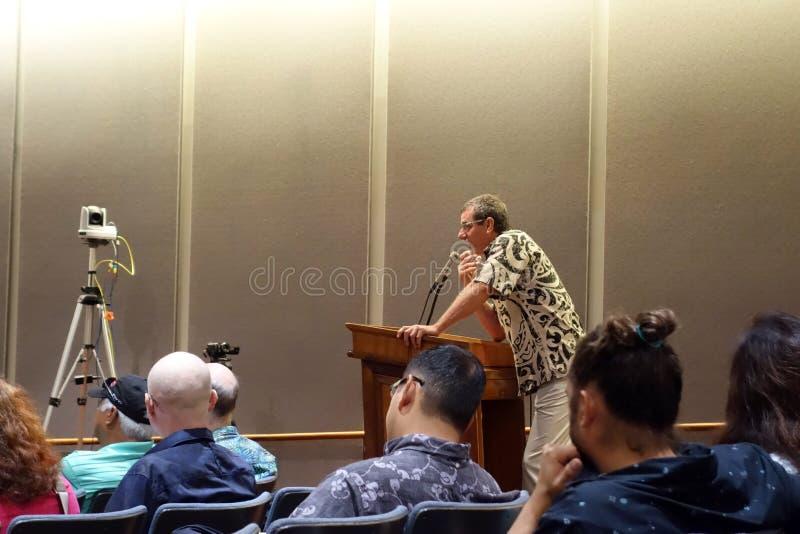 Mann spricht über Marihuanagesetz am Zustands-Kapitol lizenzfreie stockbilder