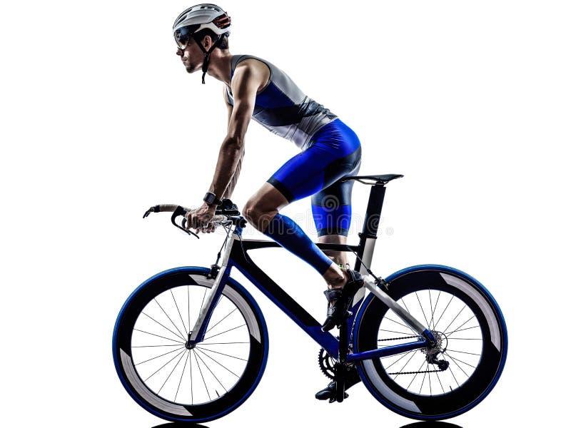 Mann Triathloneisenmannathleten-Radfahrerradfahren stockbilder