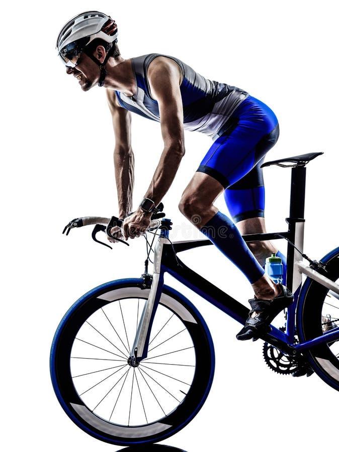 Mann Triathloneisenmannathleten-Radfahrerradfahren stockfoto